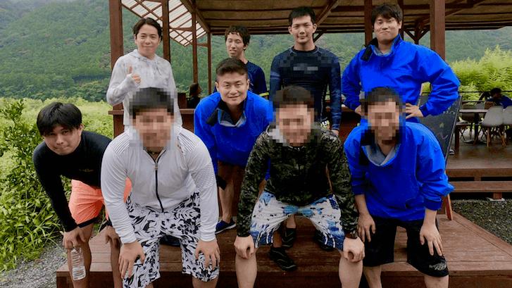 ラフティング参加の男9名の写真