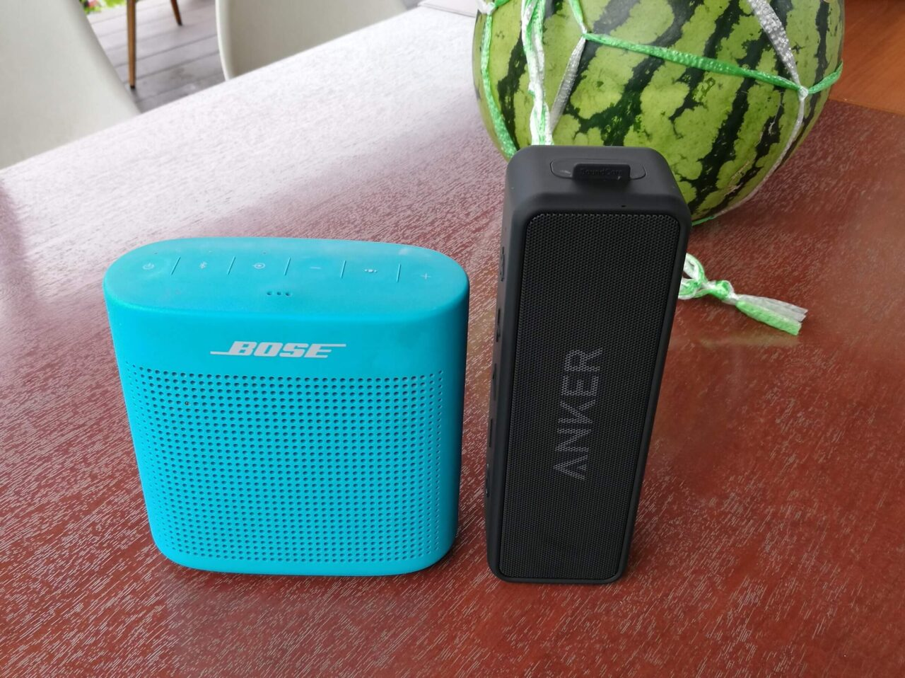 左:Bose SoundLink Color Bluetooth speaker II・右:Anker SondCore 2