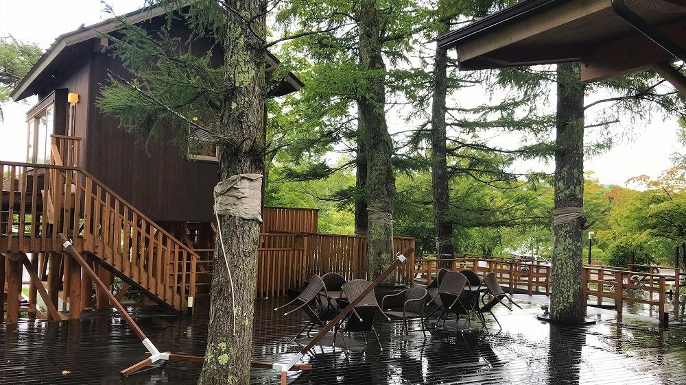 雨の日の山中湖PICAヴィレッジのハンモックカフェ
