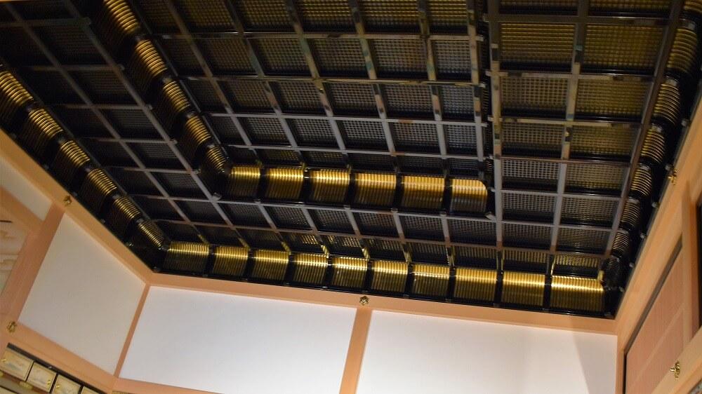 名古屋城本丸御殿対面所上段之間二重折上げ小組格天井