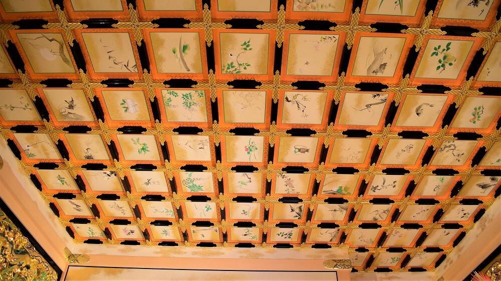 名古屋城本丸御殿上洛殿二之間の黒漆塗蒔絵付格天井