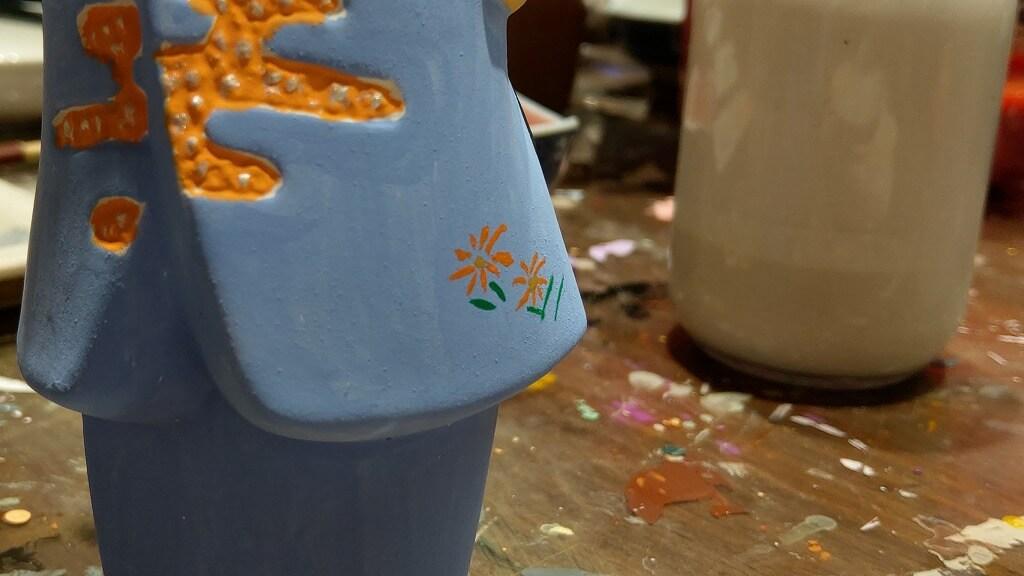水色の着物にオレンジの花模様