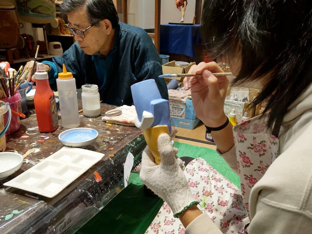 博多町屋ふるさと館で博多人形の絵付け体験