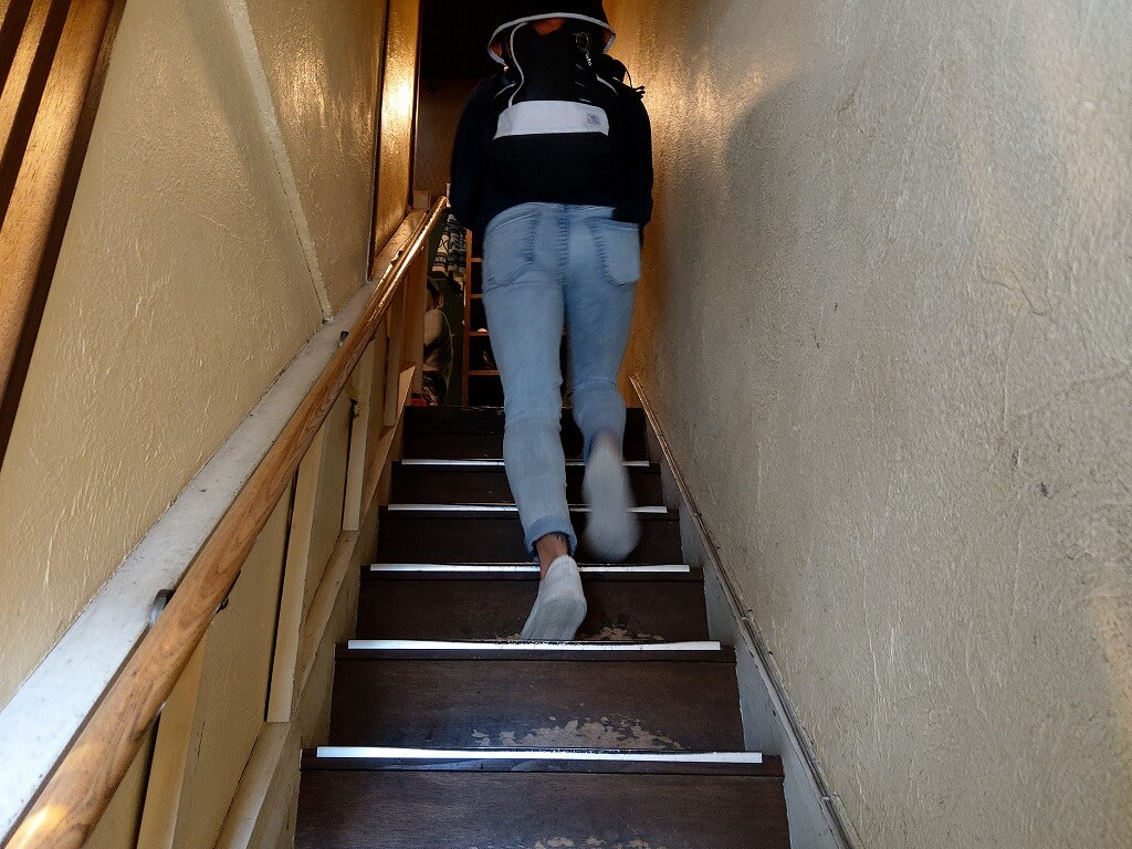 博多 あかちょこべ 階段