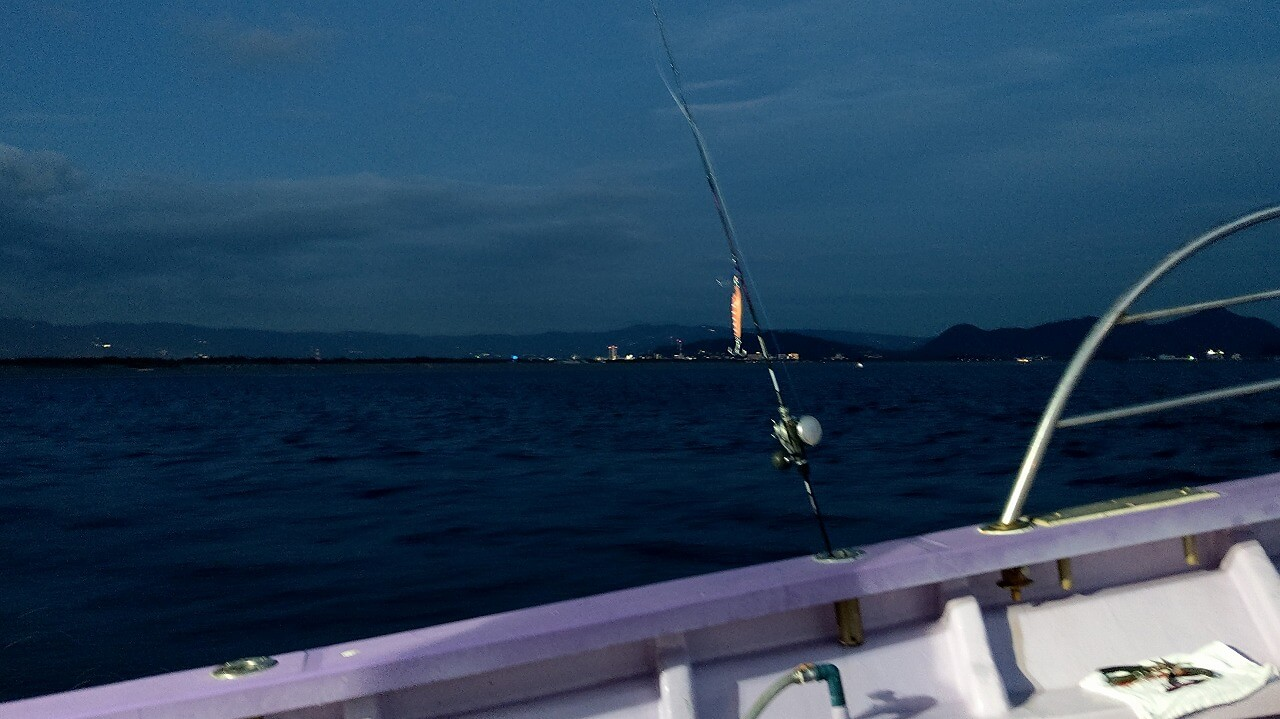夜の駿河湾でタチウオ釣り