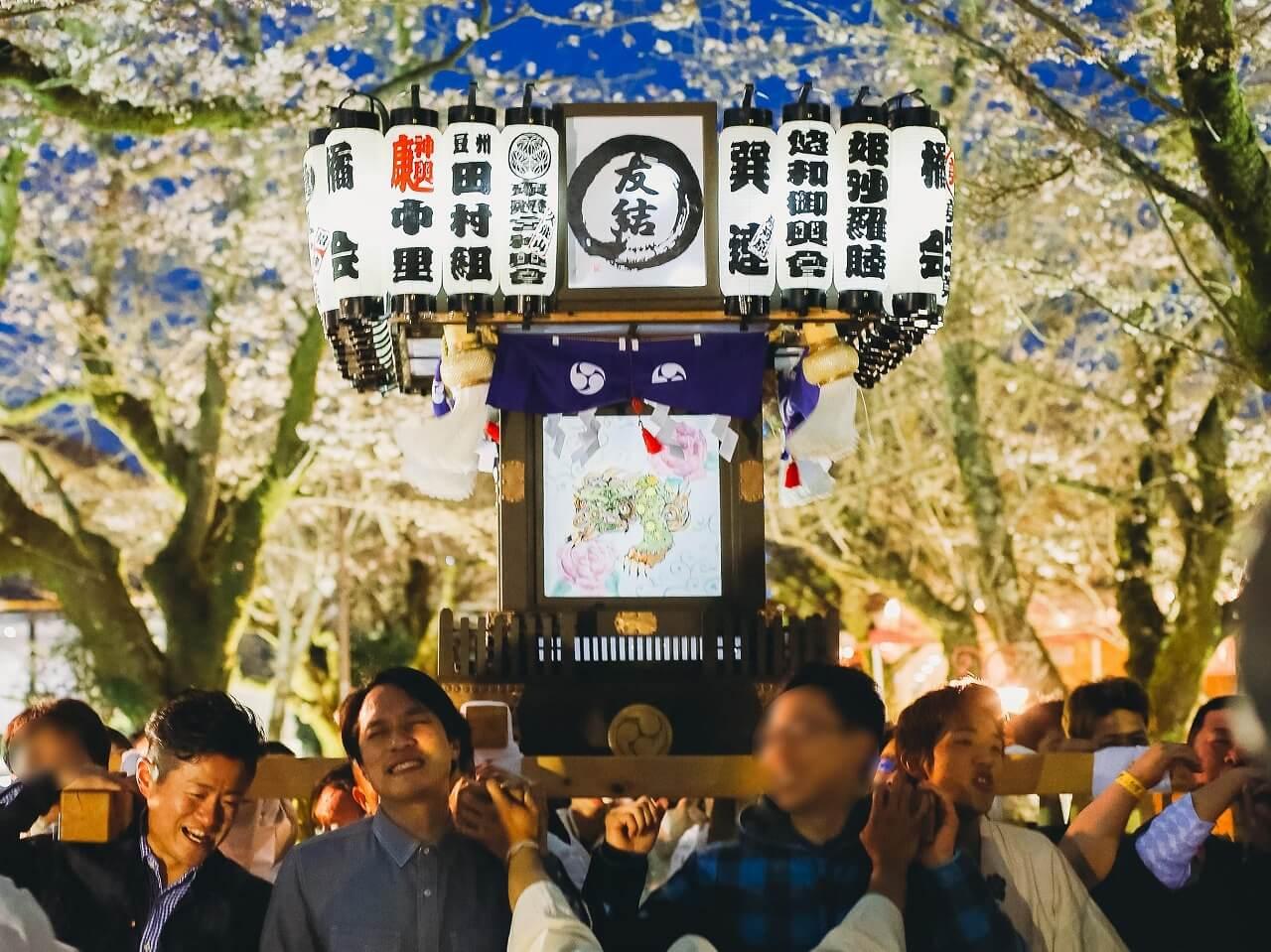 御殿場高原時之栖桜まつり 夜桜の下で神輿行脚