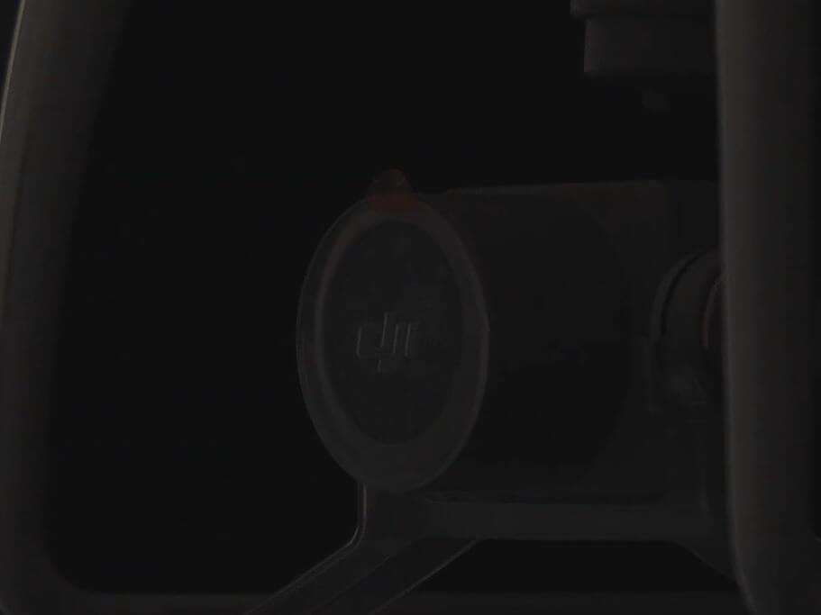 暗所で撮影したドローン拡大