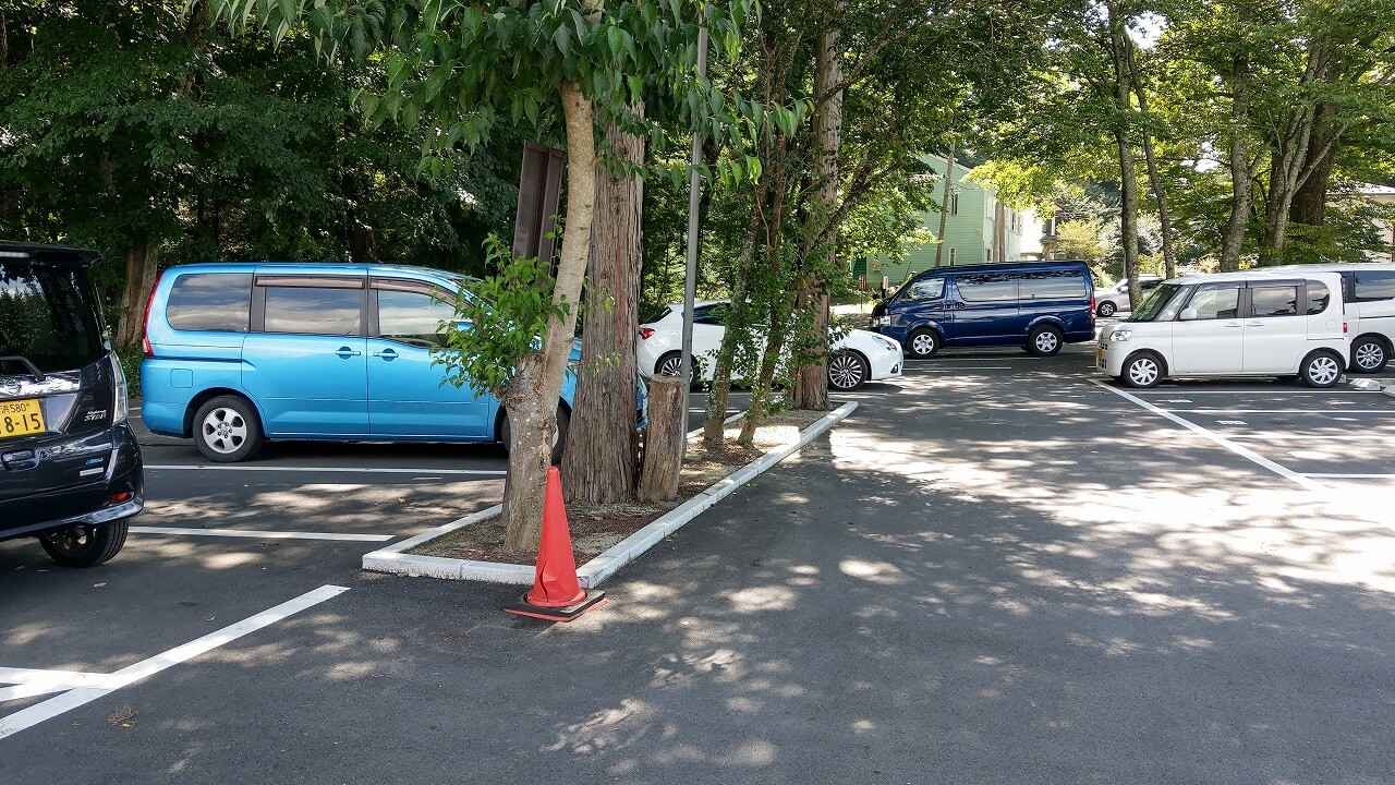 新屋山神社本宮駐車場