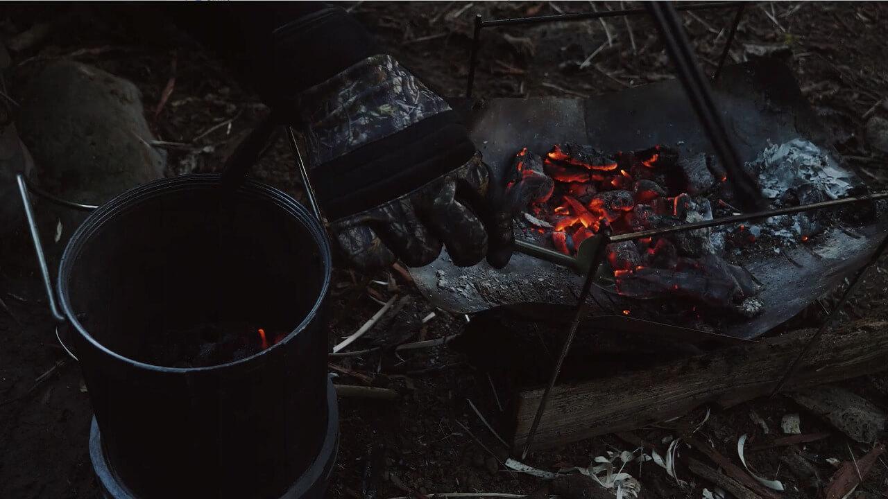 火消し壺とスコップ