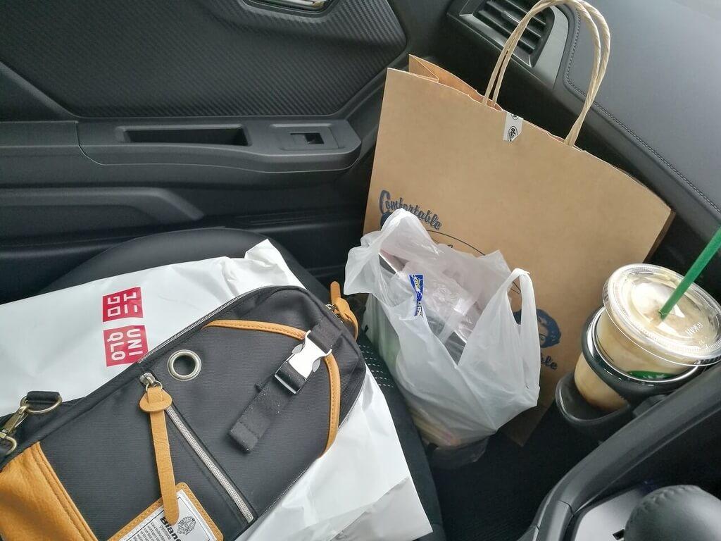 S660の助手席に荷物を置く