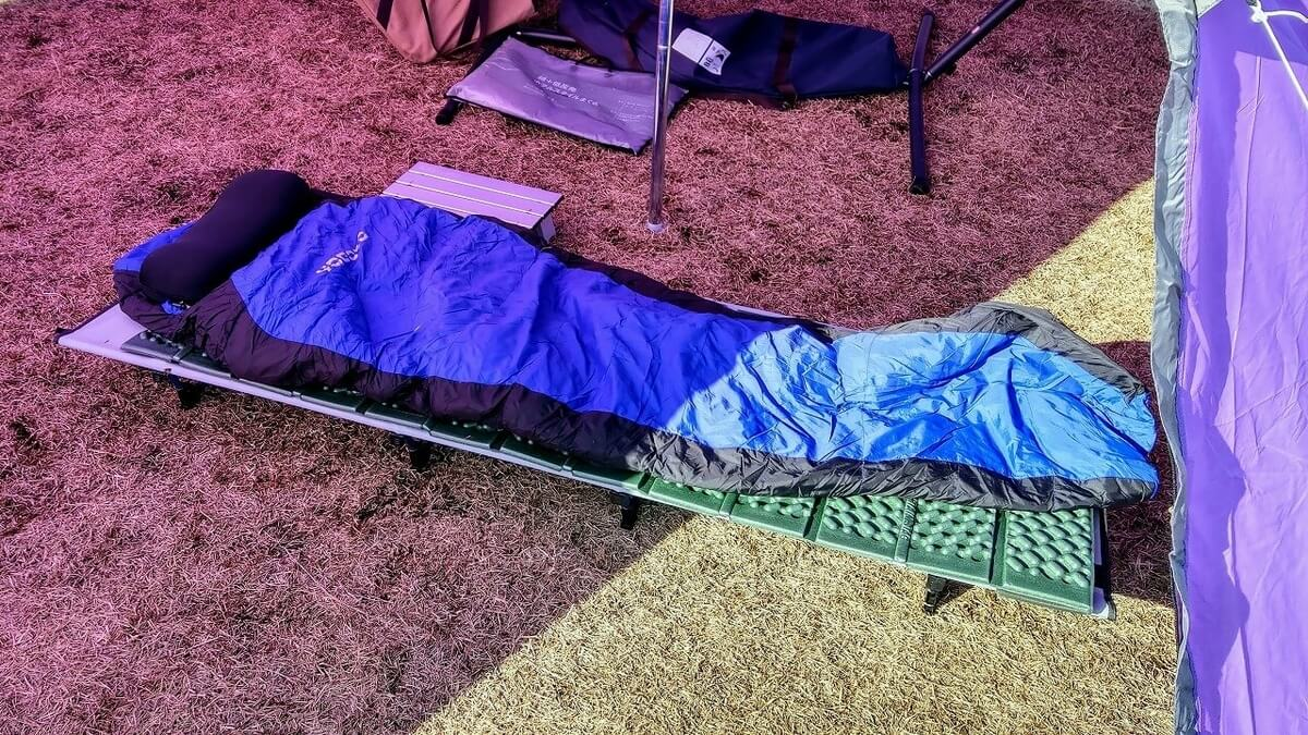 キャンプ睡眠環境 ローコット+マット+シュラフ