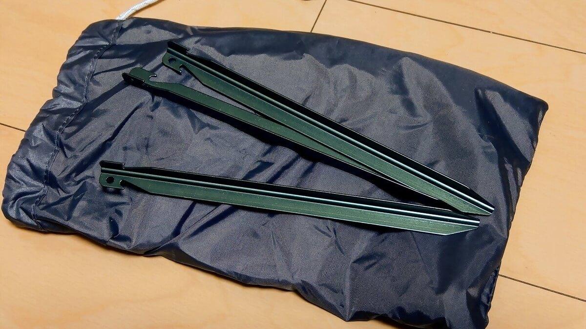 BUNDOK ソロベースEX付属のグリーンに塗装されたペグ