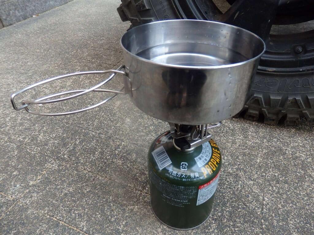 クッカーセットでお湯を沸かす
