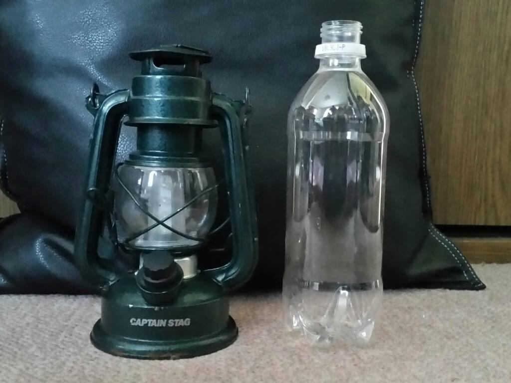 アンティーク調LEDランタンのサイズ 500mlペットボトルとの比較
