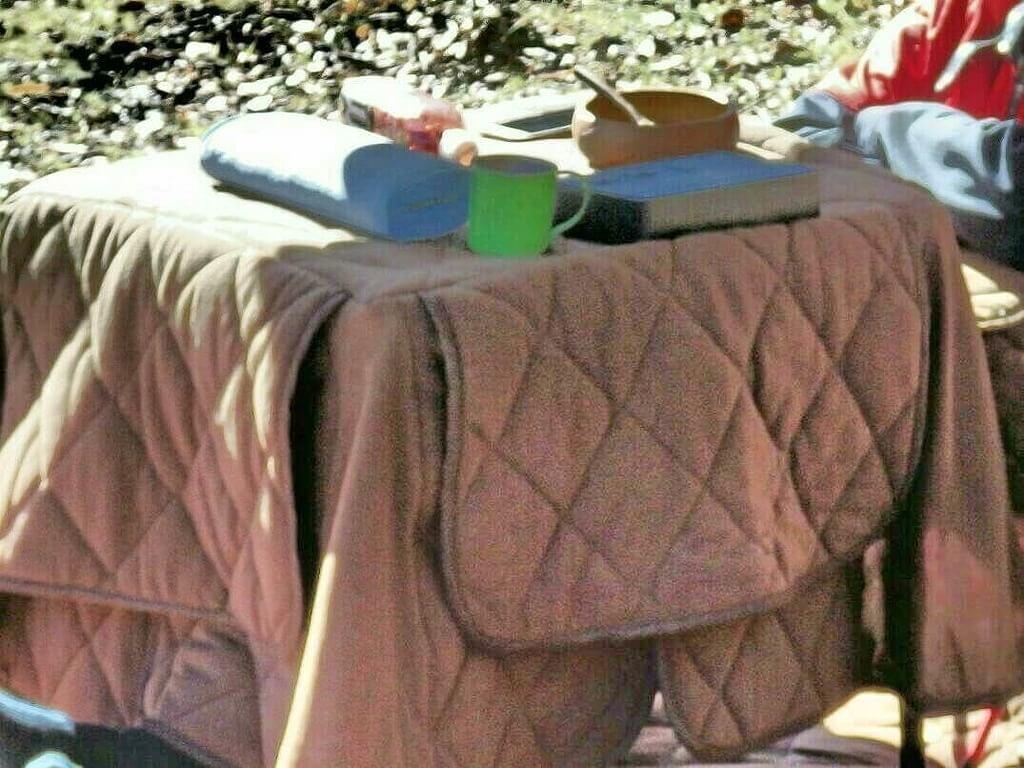 タフライトテーブル ブランケットを被せたコタツ風アレンジ