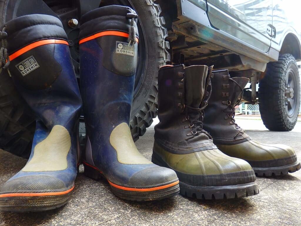 左:長靴 右:スノーブーツ
