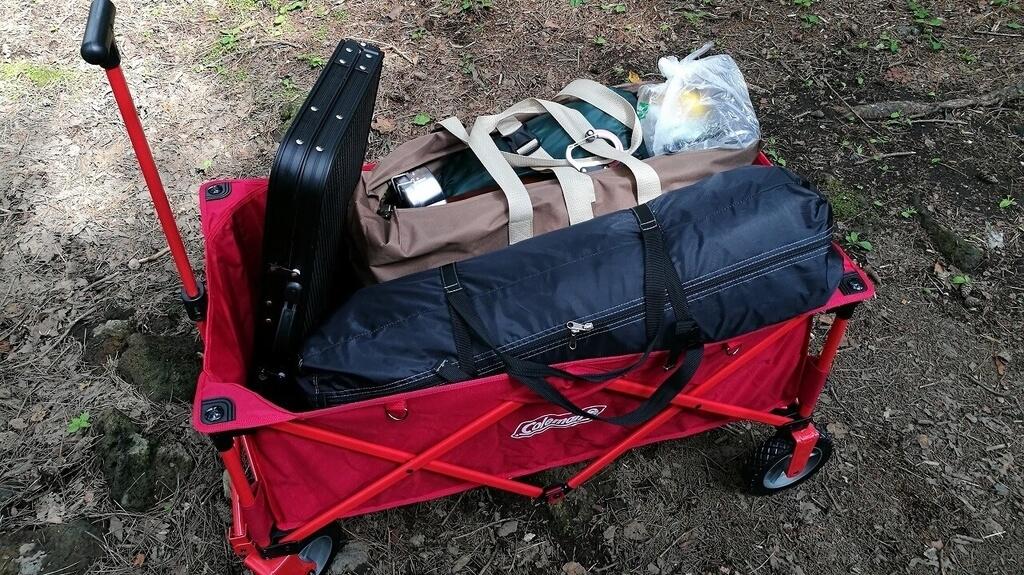 コールマン アウトドアワゴンにキャンプ道具を詰め込む