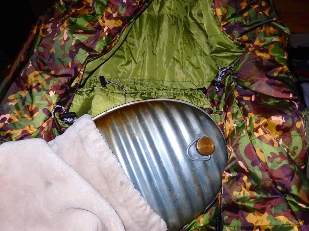 冬用寝袋と湯たんぽ