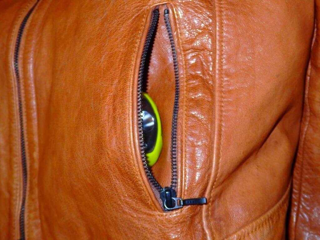 ポケットに収まるほどにコンパクト