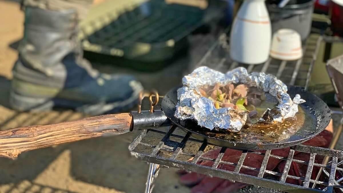 焚き火調理 高温の調理器具でも置ける