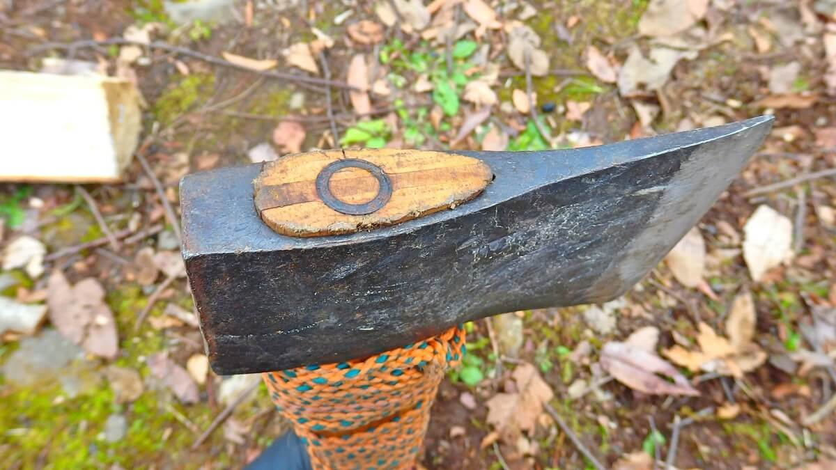 鉄の刃を固定する楔