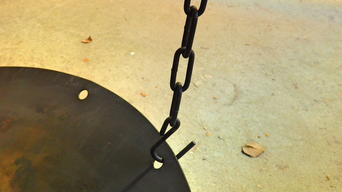 DODビートルくん フックをかけて焚き火台を吊るすことができる