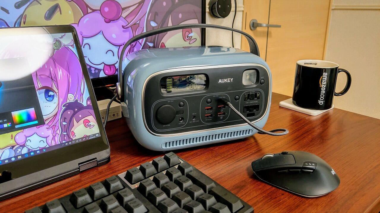 AUKEY PowerStudioを机の上で使用