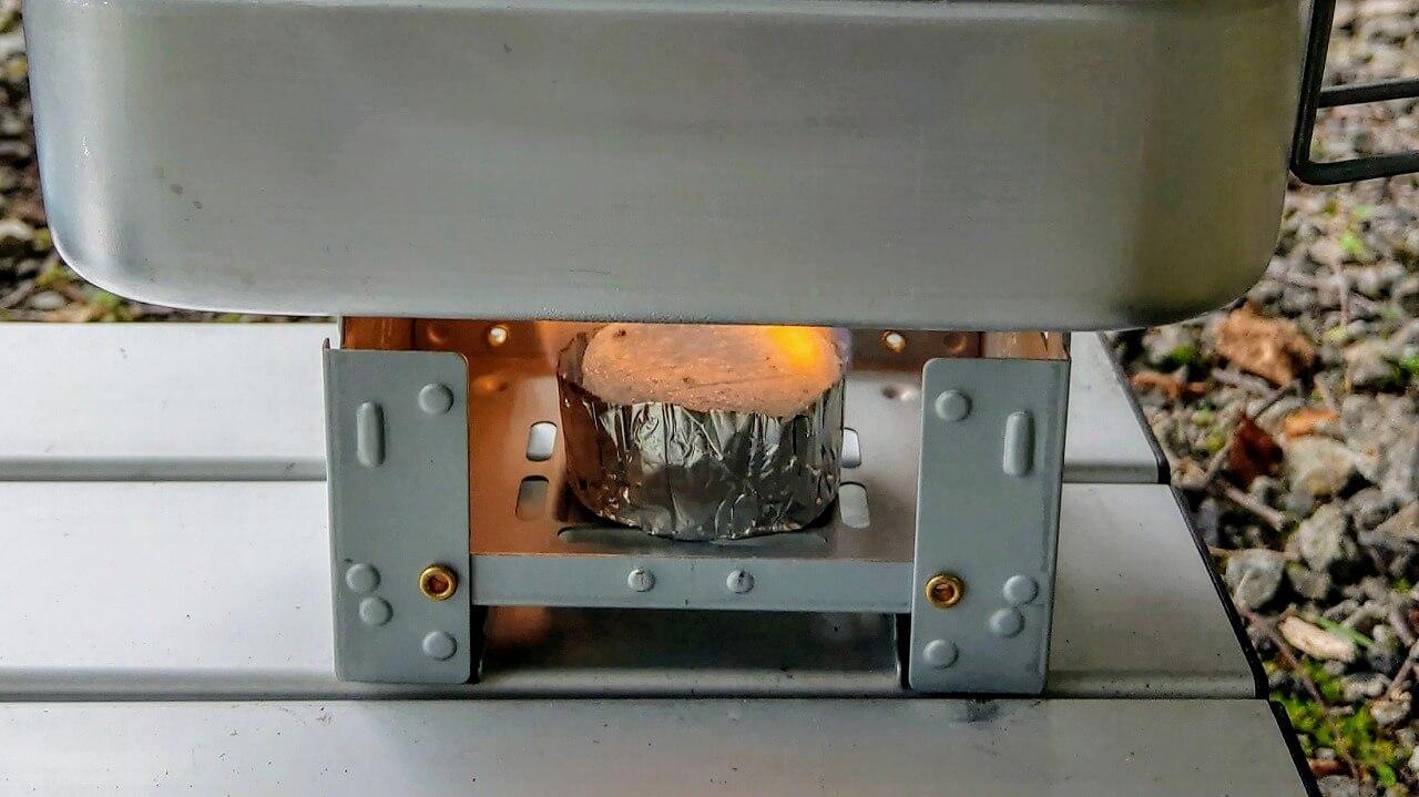 ポケットストーブと固形燃料で自動炊飯