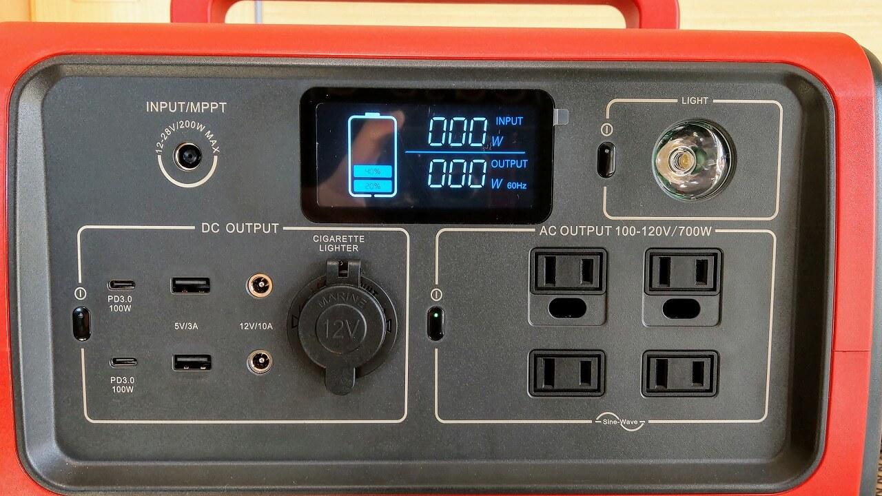 BLUTTI EB70 ポータブル電源 正面の入出力端子と液晶画面