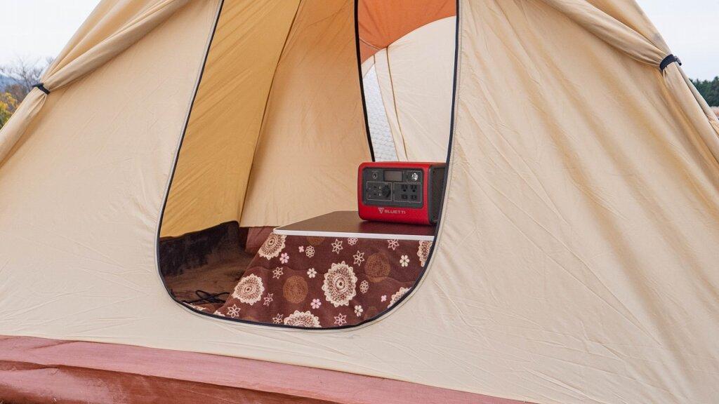 BLUTTI EB70 ポータブル電源を使って冬キャンプのテント内でコタツを使用