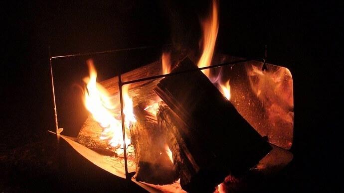 コンパクト焚き火台 tawamure 1号で焚き火