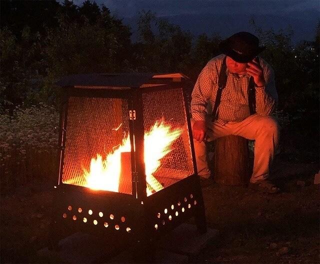 大型焚き火台「炎箱(ほむらばこ)」で焚き火