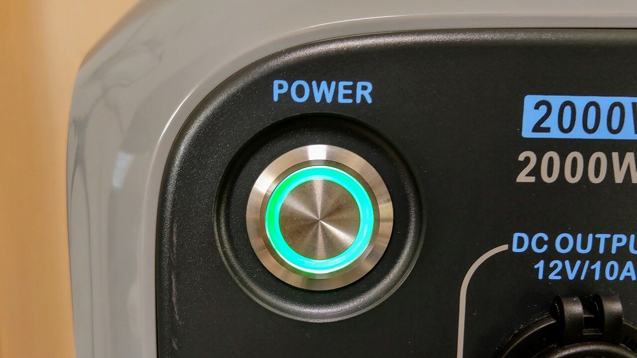 BLUETTI ポータブル電源 AC200Pの電源ボタン