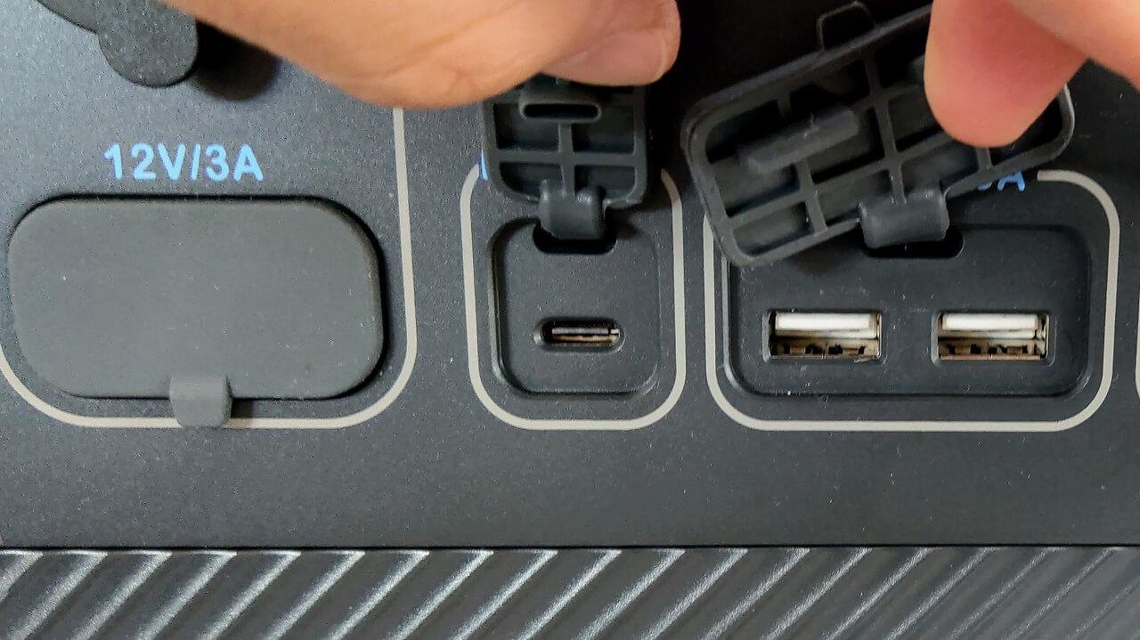 BLUETTI ポータブル電源 AC200PのAC出力端子とUSB PD対応USB-C端子