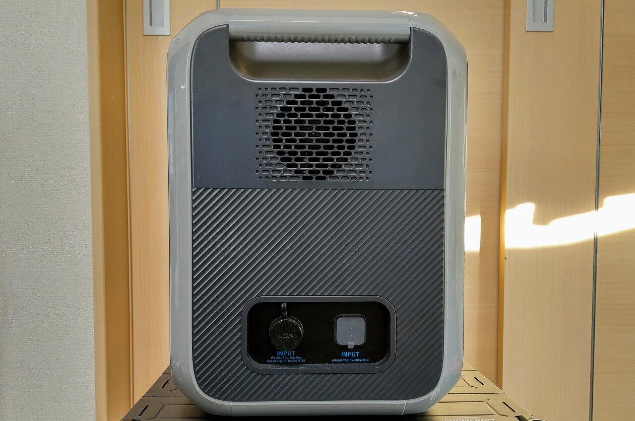 BLUETTI ポータブル電源 AC200Pの側面と入力端子