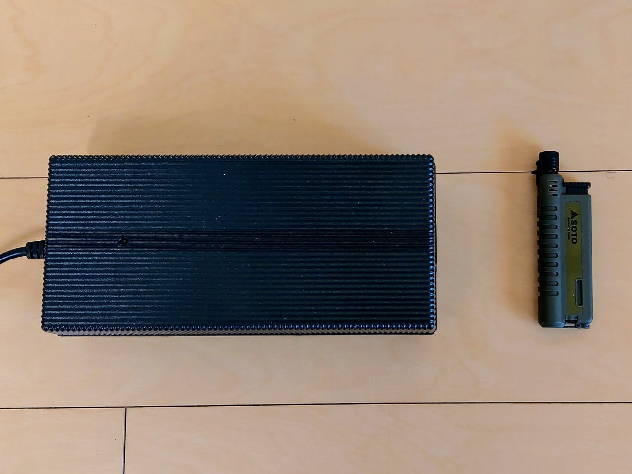 BLUETTI ポータブル電源 AC200PのACアダプターをスライドガストーチ