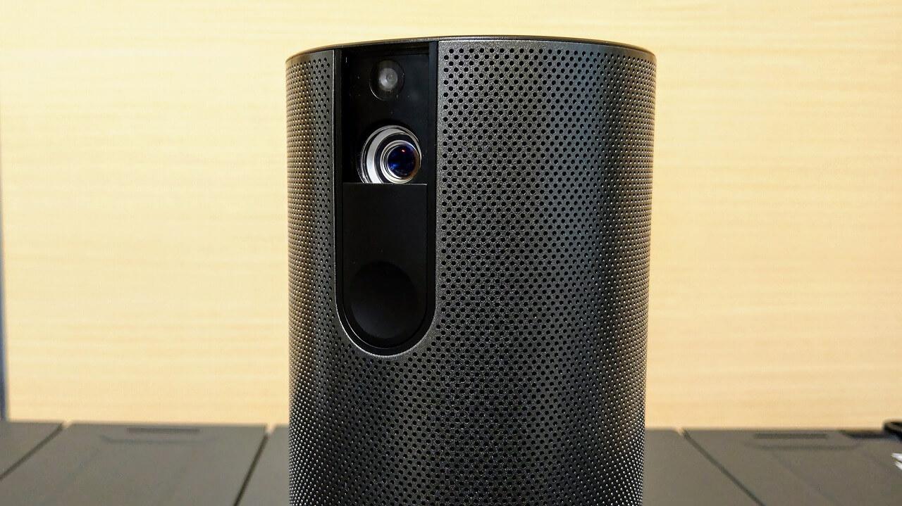 Cinemage シネマージュ モバイルプロジェクターのレンズはスライド式レンズカバーに保護されている