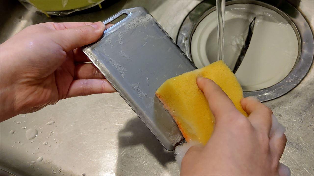 セリア ミニ鉄板の使用前準備で食器用洗剤を使って洗浄