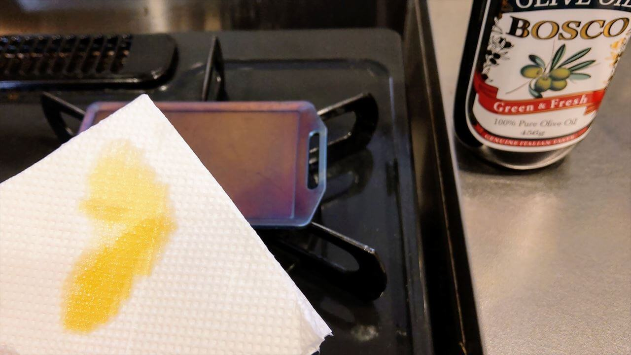 セリア ミニ鉄板 シーズニング・空焼きが終わったらオリーブオイルを塗りこむ