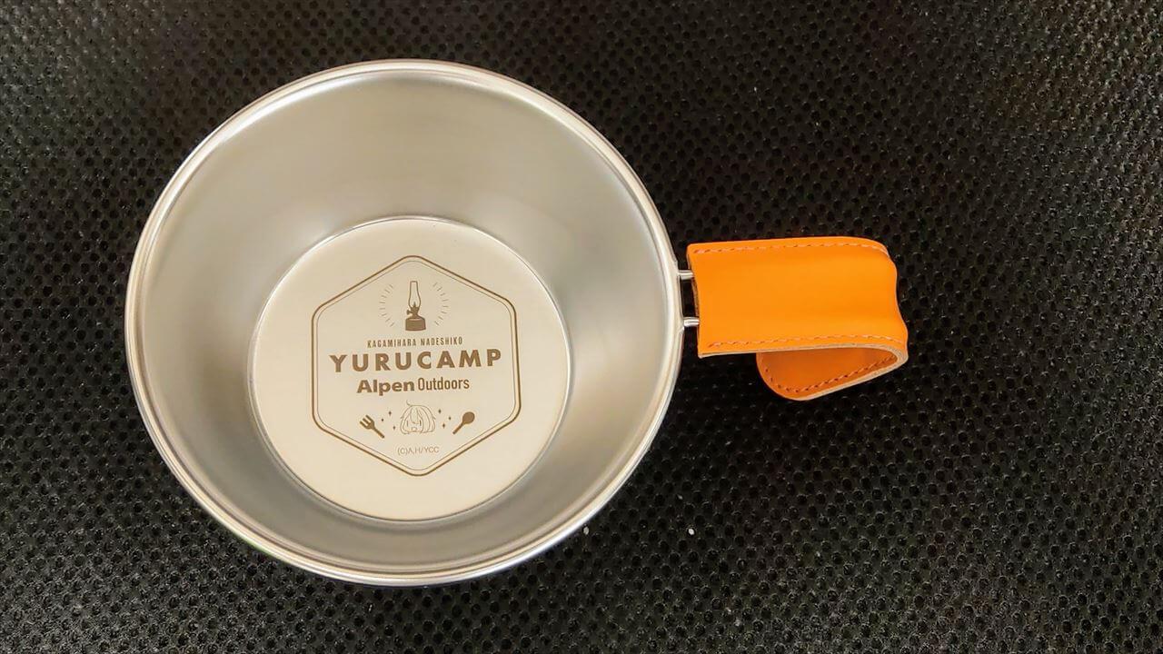レザーハンドルカバーを付けたゆるキャン△・Alpern Outdoorsコラボのシェラカップ