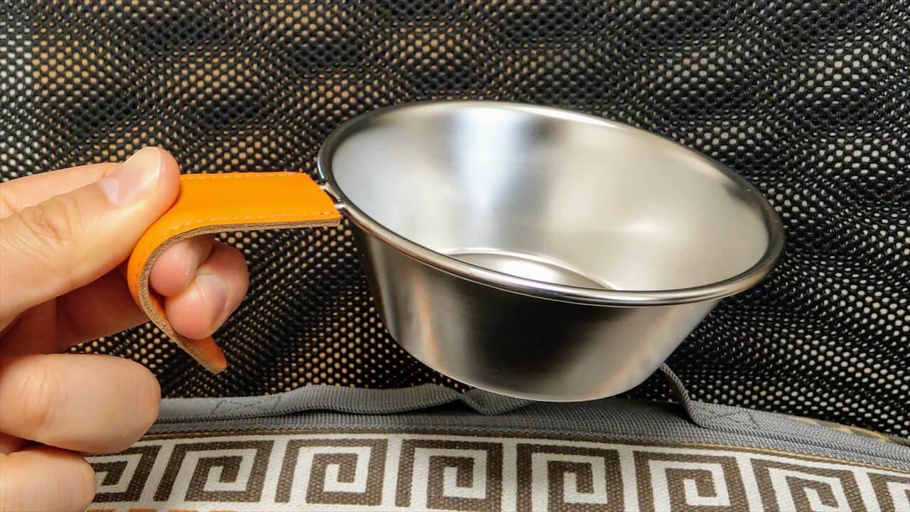 レザーハンドルカバーを付けるとシェラカップの取っ手が熱くならない