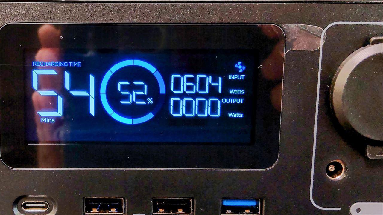 EcoFlow RIVER Pro ポータブル電源 ACで本体充電中の電力