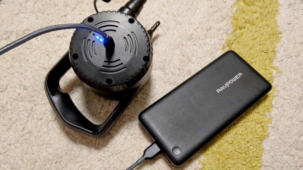 USB充電式の電動ポンプをモバイルバッテリーで充電